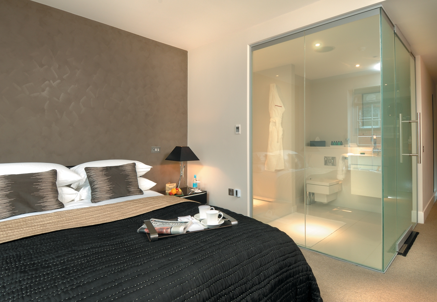 """Peek a boo"" LC SmartGlass for Hotel Bathroom Interiors"