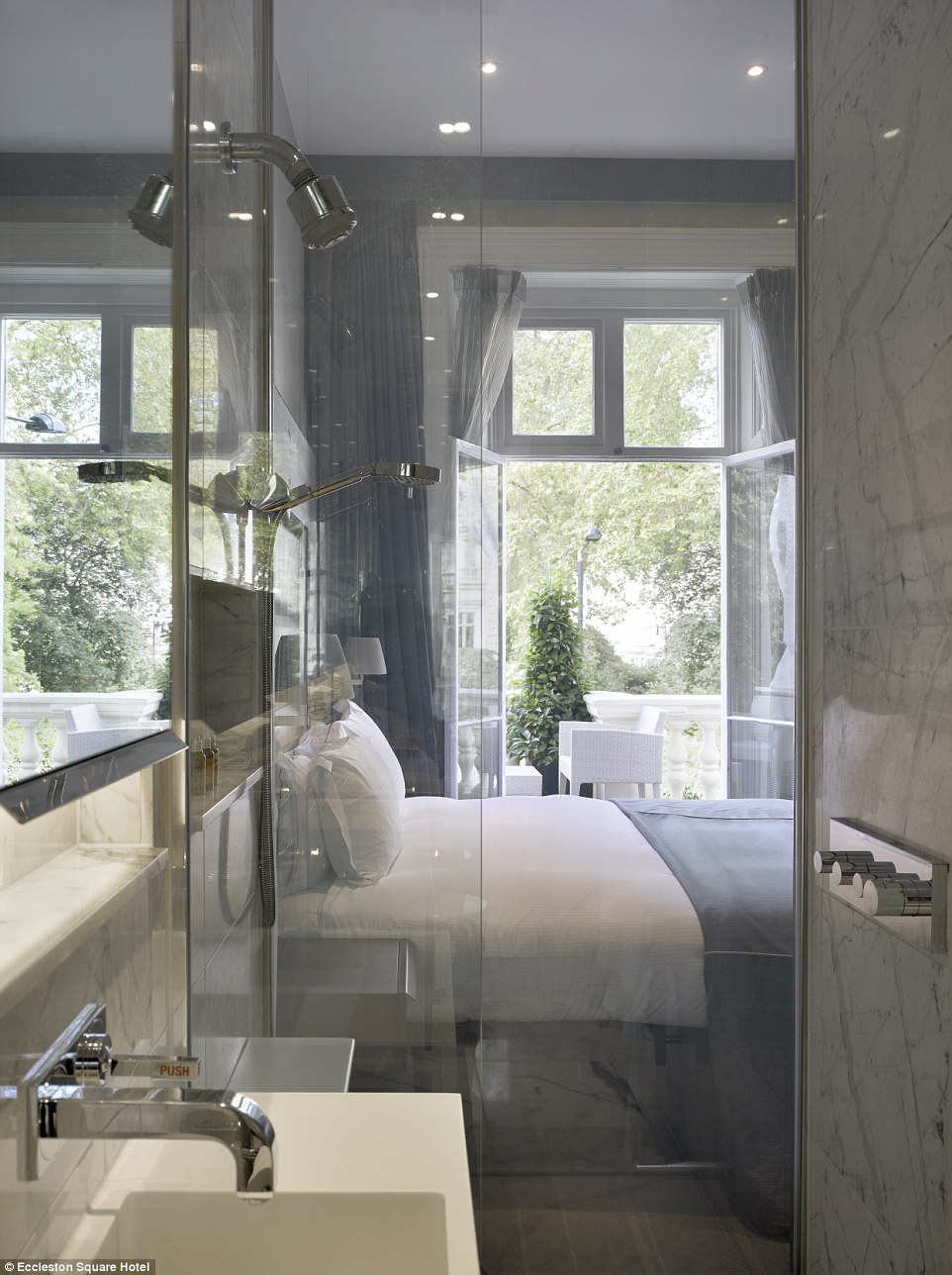 Luxury Hotel Bedrooms: London's Smartest Hotel