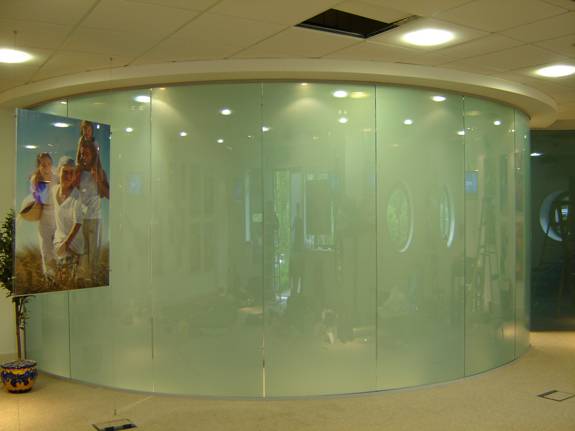 LC SmartGlass Curved off Maidstone